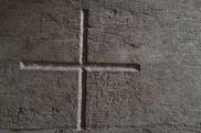 oberkirche-kreuz-betonwand