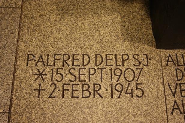 Der Sarkophag von P. Alfred Delp SJ in der Gedenkkirche
