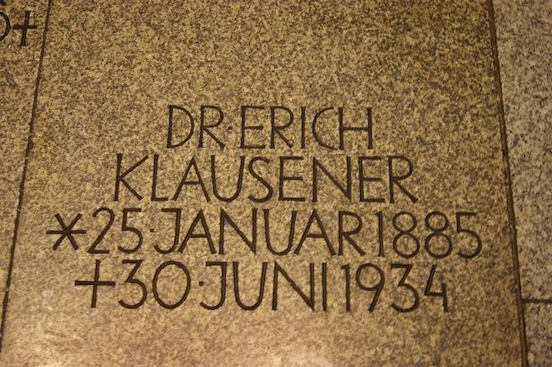 Der Sarkophag von Dr. Erich Klausener in der Gedenkkirche