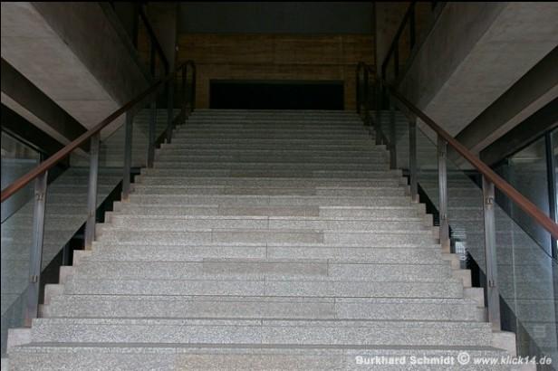 Die Treppe zur Oberkirche