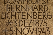 Inschrift in der Krypta der Gedenkkirche