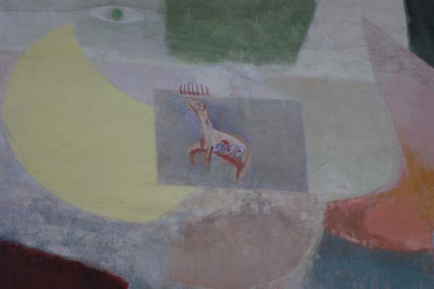 Eine Detailansicht des Altarbildes: Das Auge und das Lamm